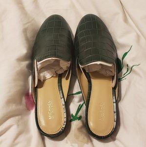 9bfdb53b054 Women s Michael Kors Flat Shoes Price Firm on Poshmark